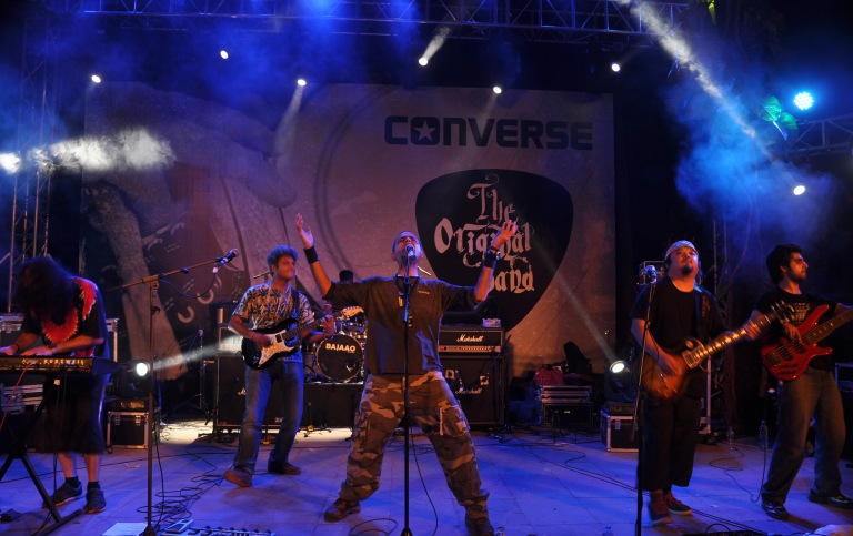 Parikrama performs live