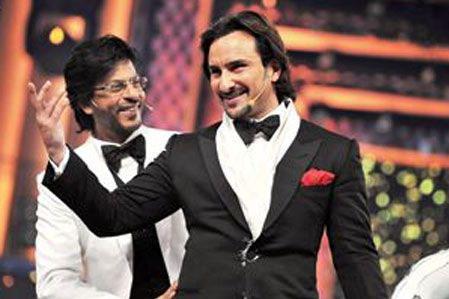 Saif & Shah Rukh at Filmfare Awards