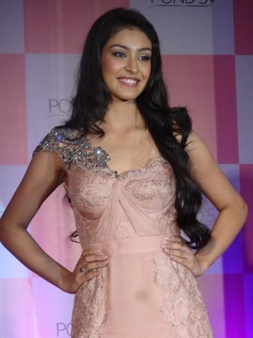 Miss India 2013 Navneet Kaur Dhillon