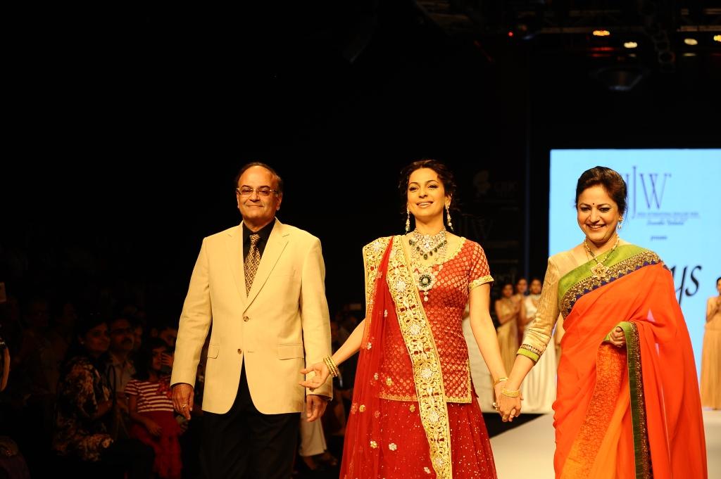 Mr Ravi Kapoor, Juhi Chawla, Mrs Vijaya Kapoor