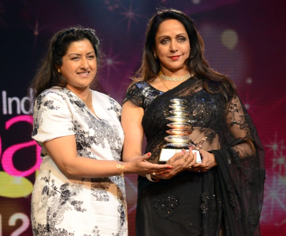 Hema Malini accepting the Timessless Diva trophy