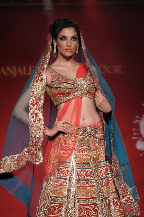 Model Indrani Dasgupta Displaying couture collection Jamawar Aria by Designer Anjalee & Arjun Kapoor .jpeg