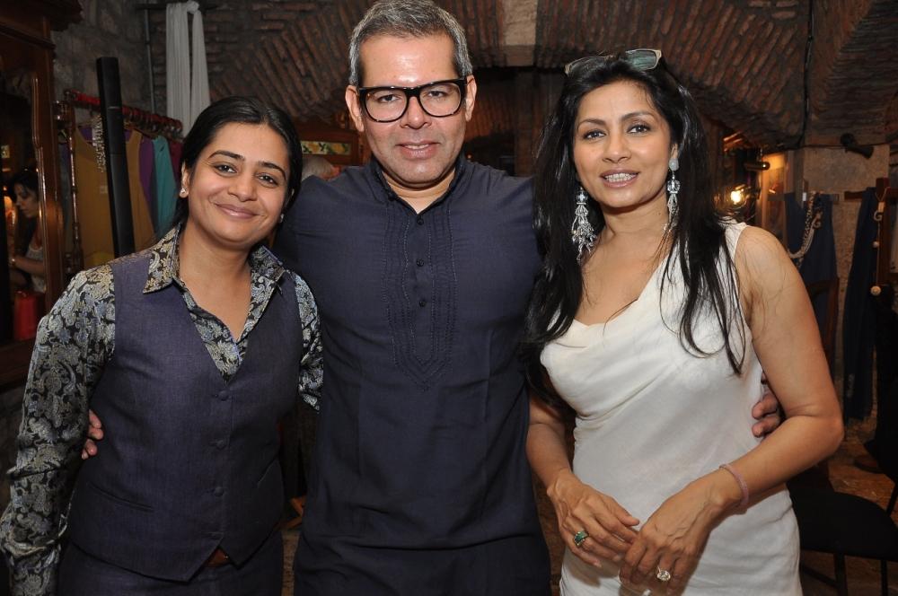 Nisha and Vikram Raizada with Sangita Sinh Kathiwada
