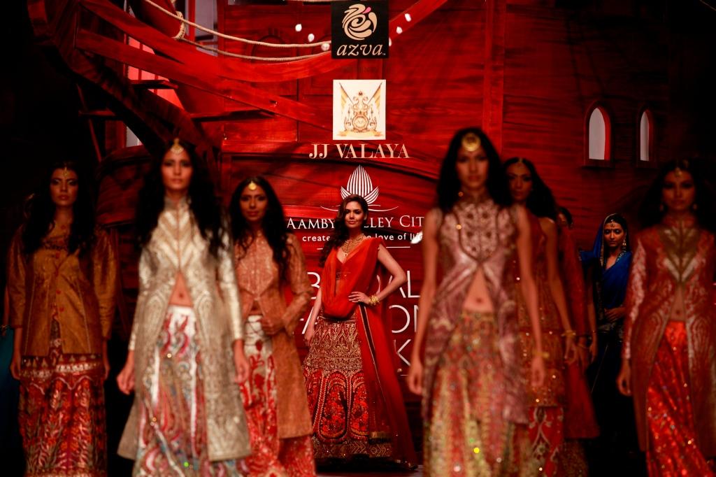 Seen at Aamby Valley India Bridal Fashion Week - Day 5- Showstopper Esha Gupta at the ramp for JJ Valaya (9)