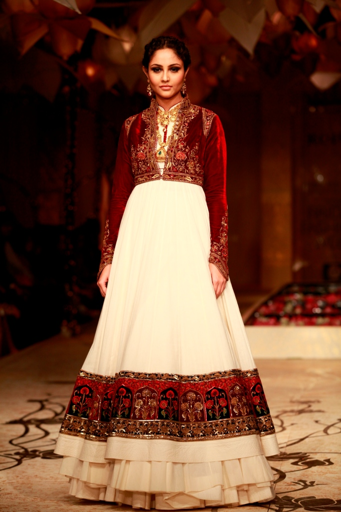 Seen at Aamby Valley India Bridal Fashion Week - Model walking for Rohit Bal (6)