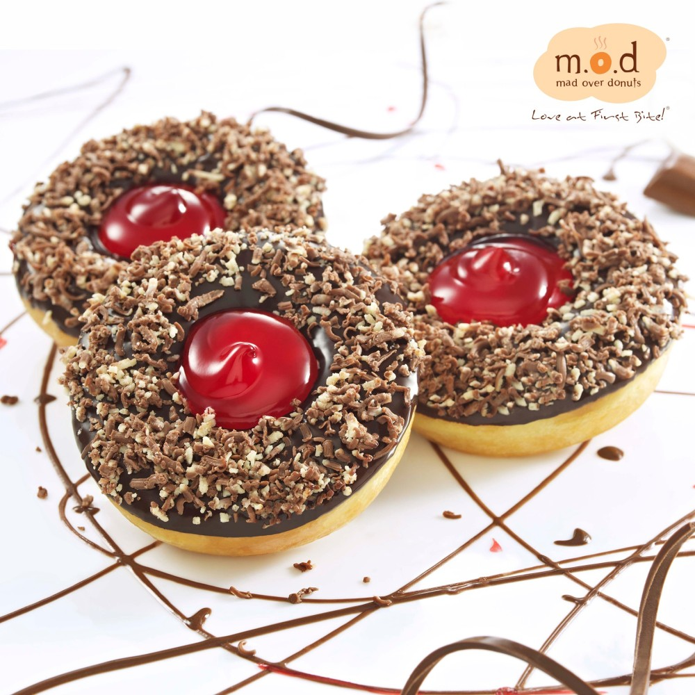 Strawberry Avalanche by Mad Over Donuts