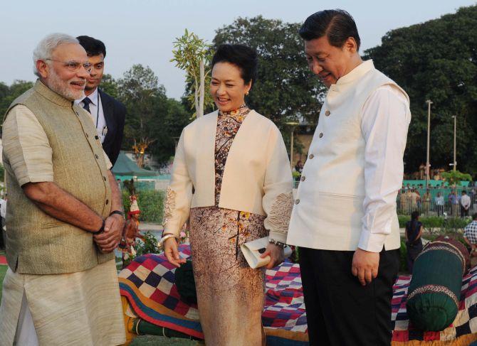 First Lady Peng Liyuan, President Xi Jinping and Prime Minister Narendra Modi
