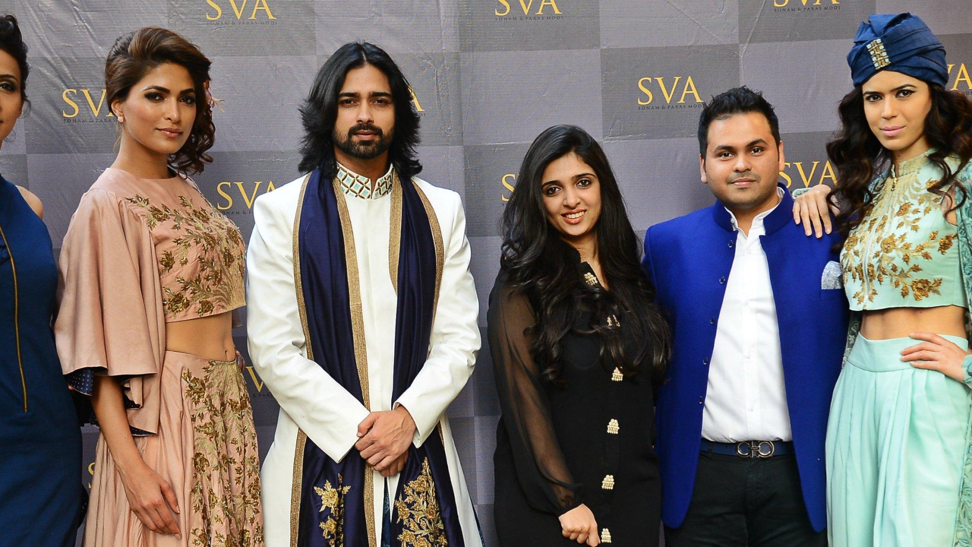 Sonam & Paras Modi with models in Istanblu