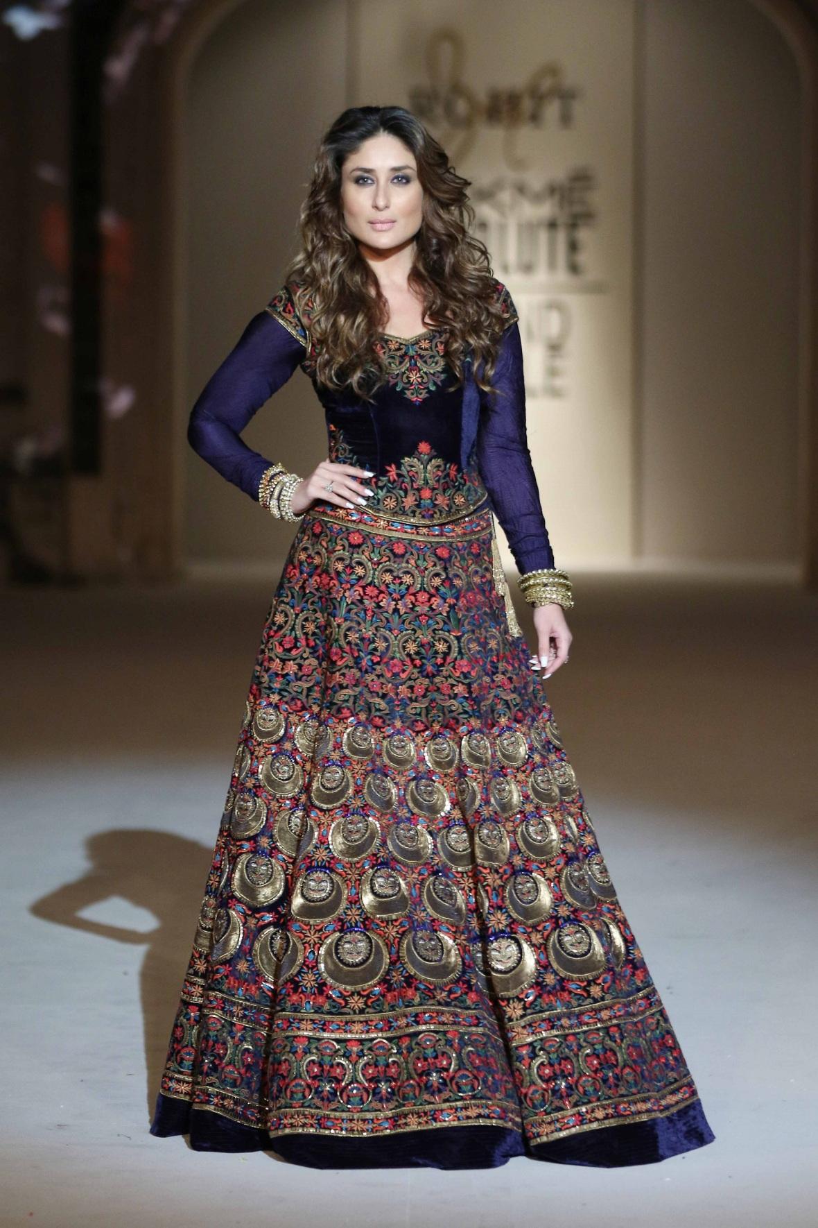 Kareen Kapoor in Rohit Bal's ensemble at Lakme Fashion Week Grand Finale