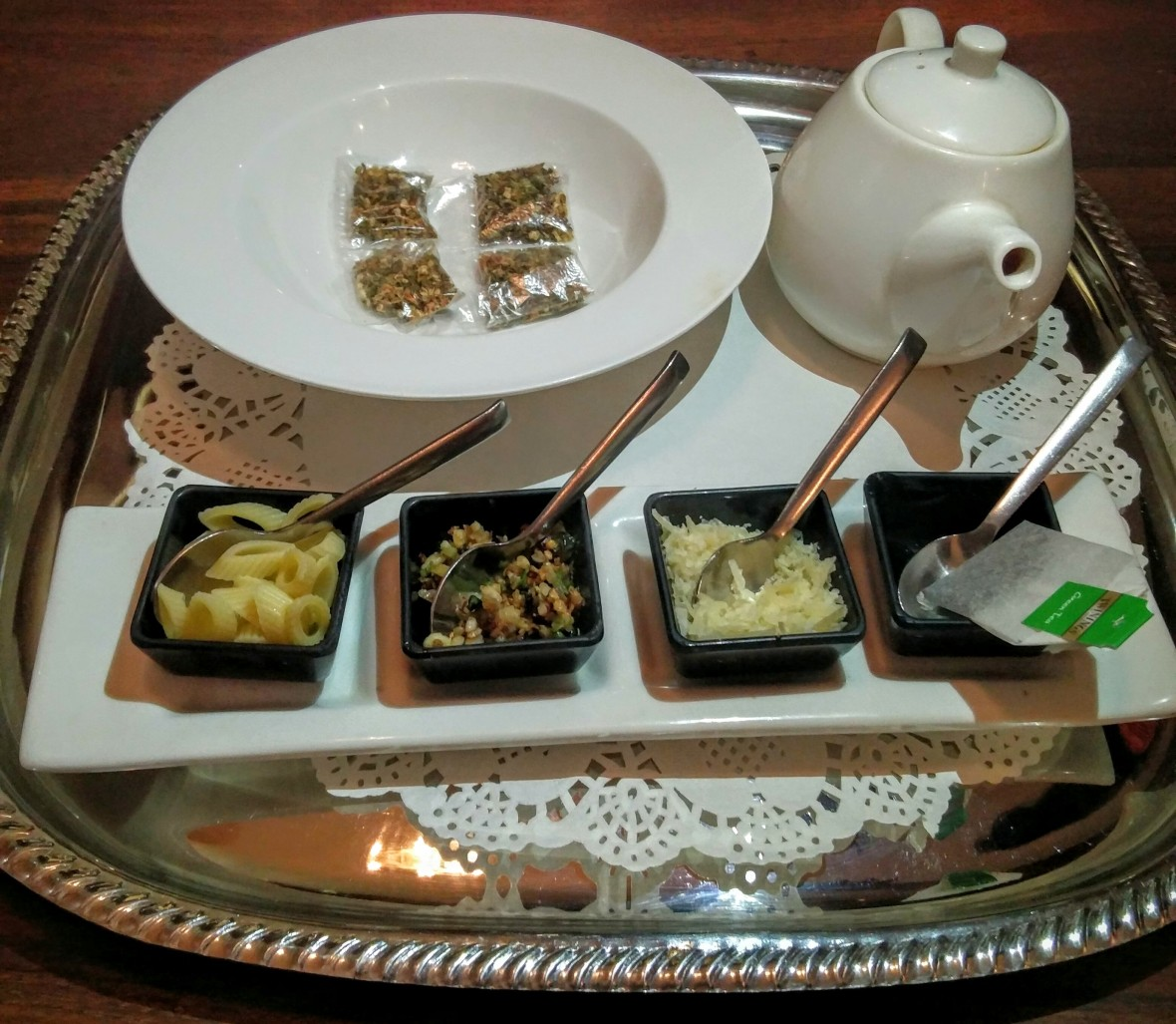 Minestrone Tea Set: A deconstructed version of the classic Italian minestrone soup, flavoured with green tea