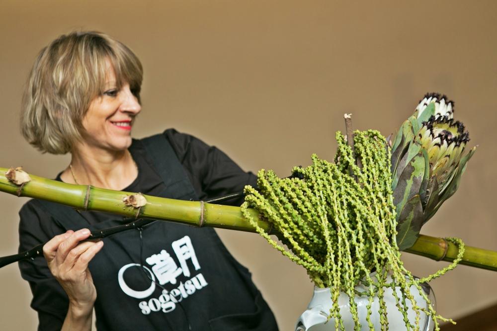 Ursula demonstrates Ikebana - a japanese sogestu art form